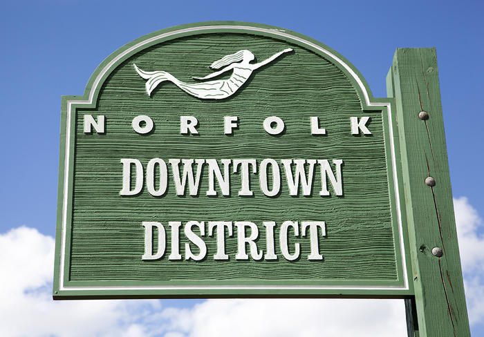 Norfolk downtown district sign